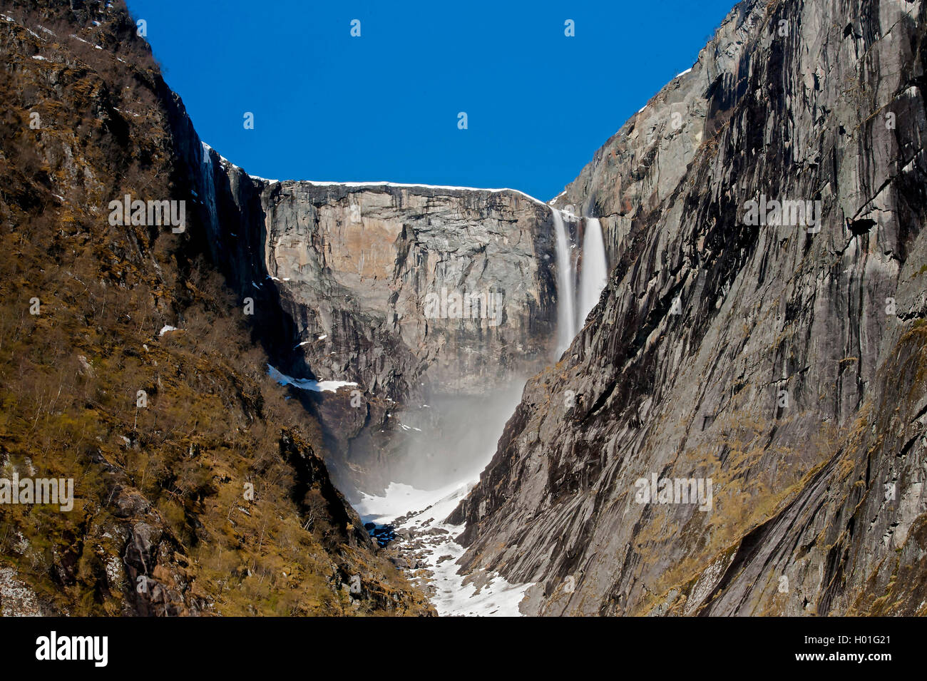 Wasserfall Vedalsfossen, Norwegen, Hordaland, Eidfjord, Hjolma | waterfall Vedalsfossen, Norway, Hordaland, Eidfjord, Hjolma | B Stock Photo