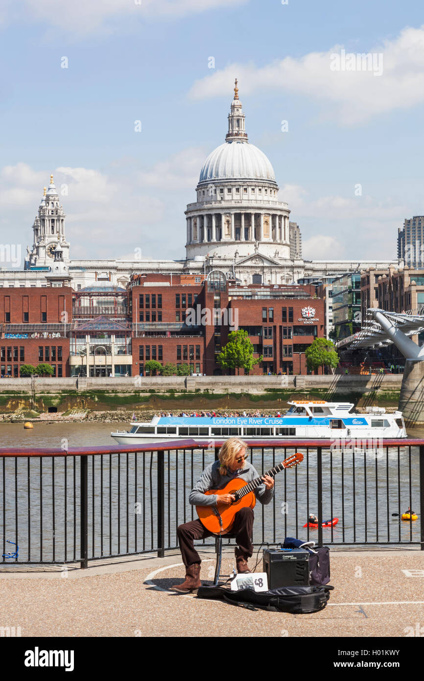 England, London, Bankside, Busker and St Paul's Cathedral - Stock Image