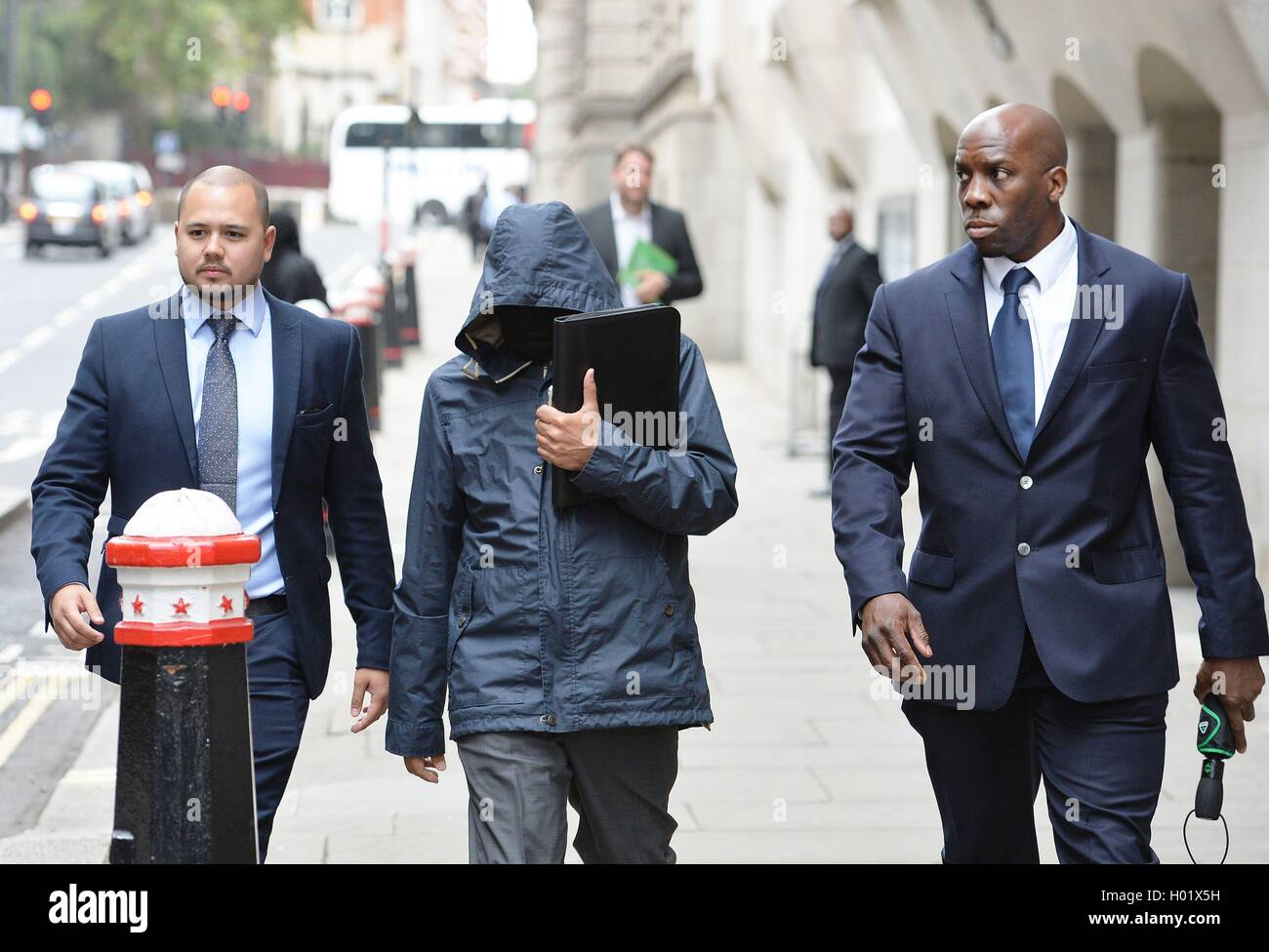 Undercover reporter Mazher Mahmood (centre) leaves the Old bailey in central London accused of conspiring to pervert - Stock Image