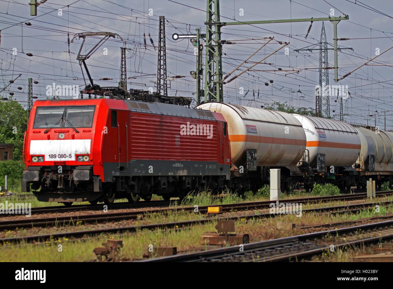 Gueterzug der Deutschen Bahn mit Kesselwagen, Deutschland   cargo train with tank wagons, Germany   BLWS429331.jpg - Stock Image