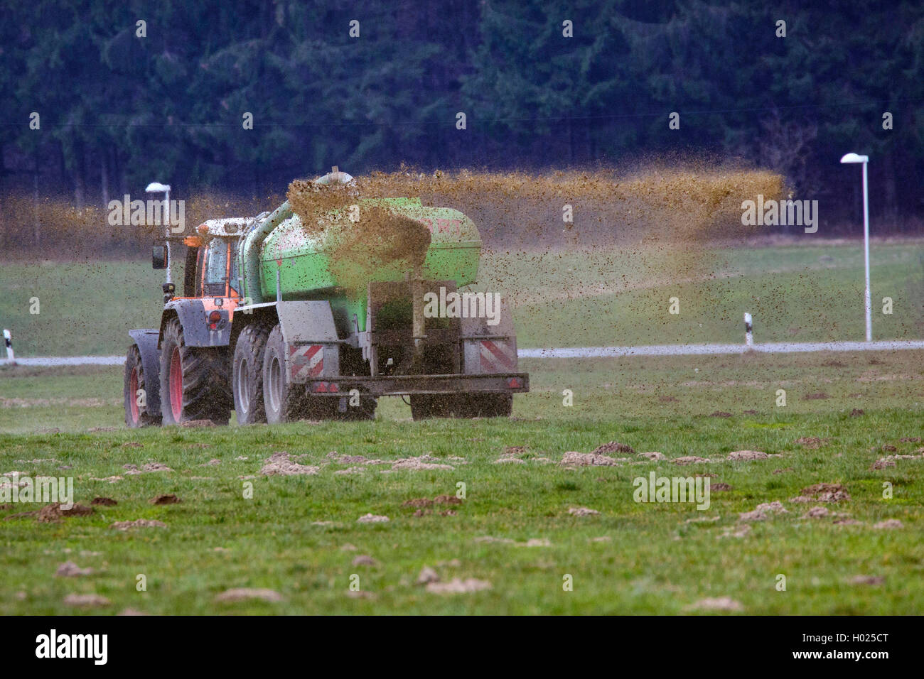 Landwirt bringt Guelle aus, Deutschland, Bayern, Oberbayern | application of liquid manure, Germany, Bavaria, Oberbayern, - Stock Image
