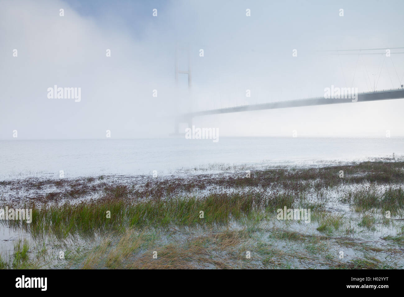 The Humber Bridge in mist and fog. The bridge links Barton-upon-Humber in North Lincolnshire to Hessle in East Yorkshire. - Stock Image