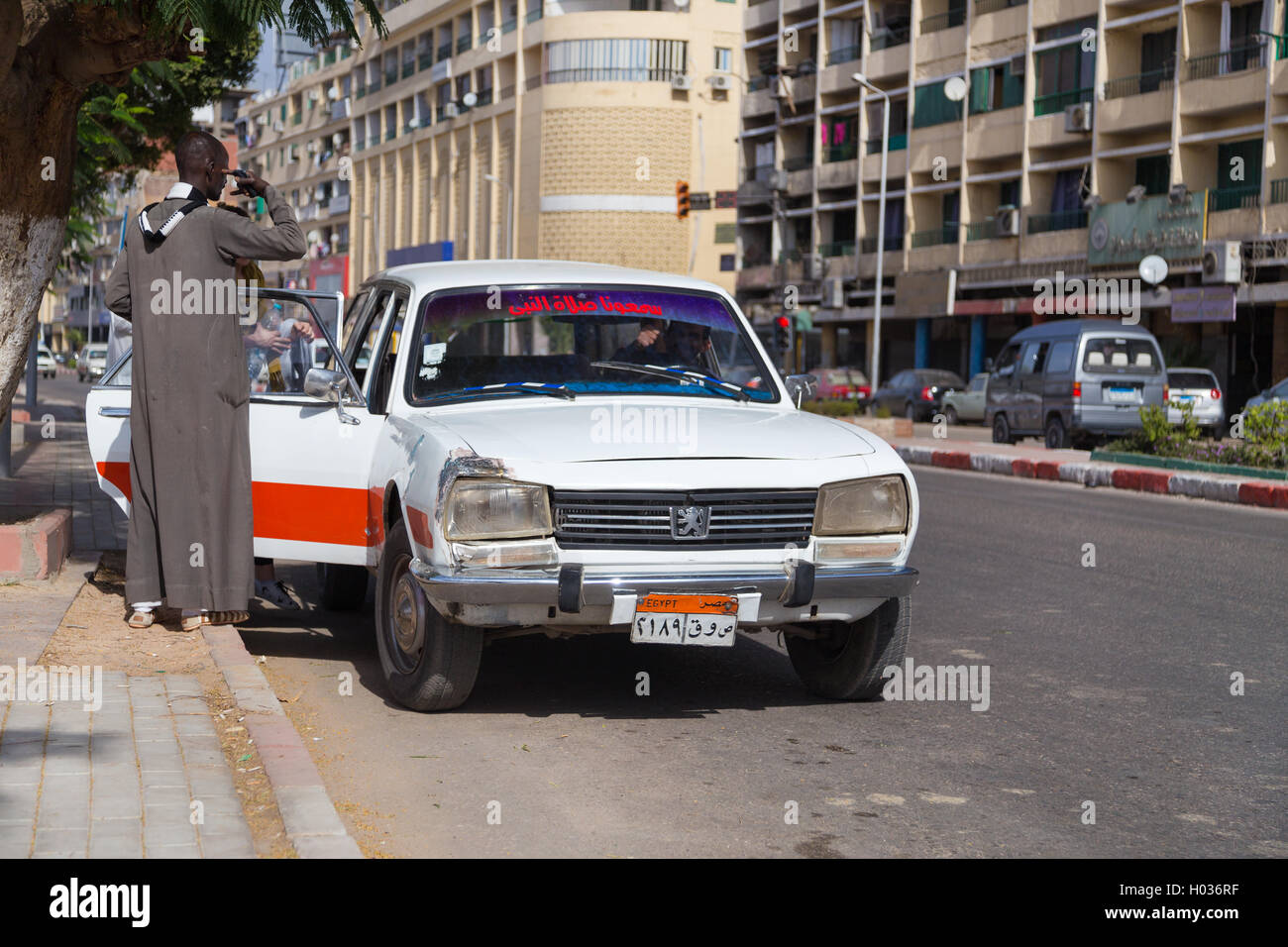 Aswan Egypt February 5 2016 People Entering Old Peugeot 504