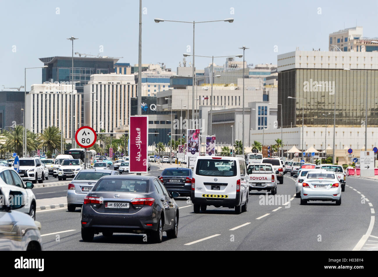 Traffic on the highways of Doha, Qatar - Stock Image