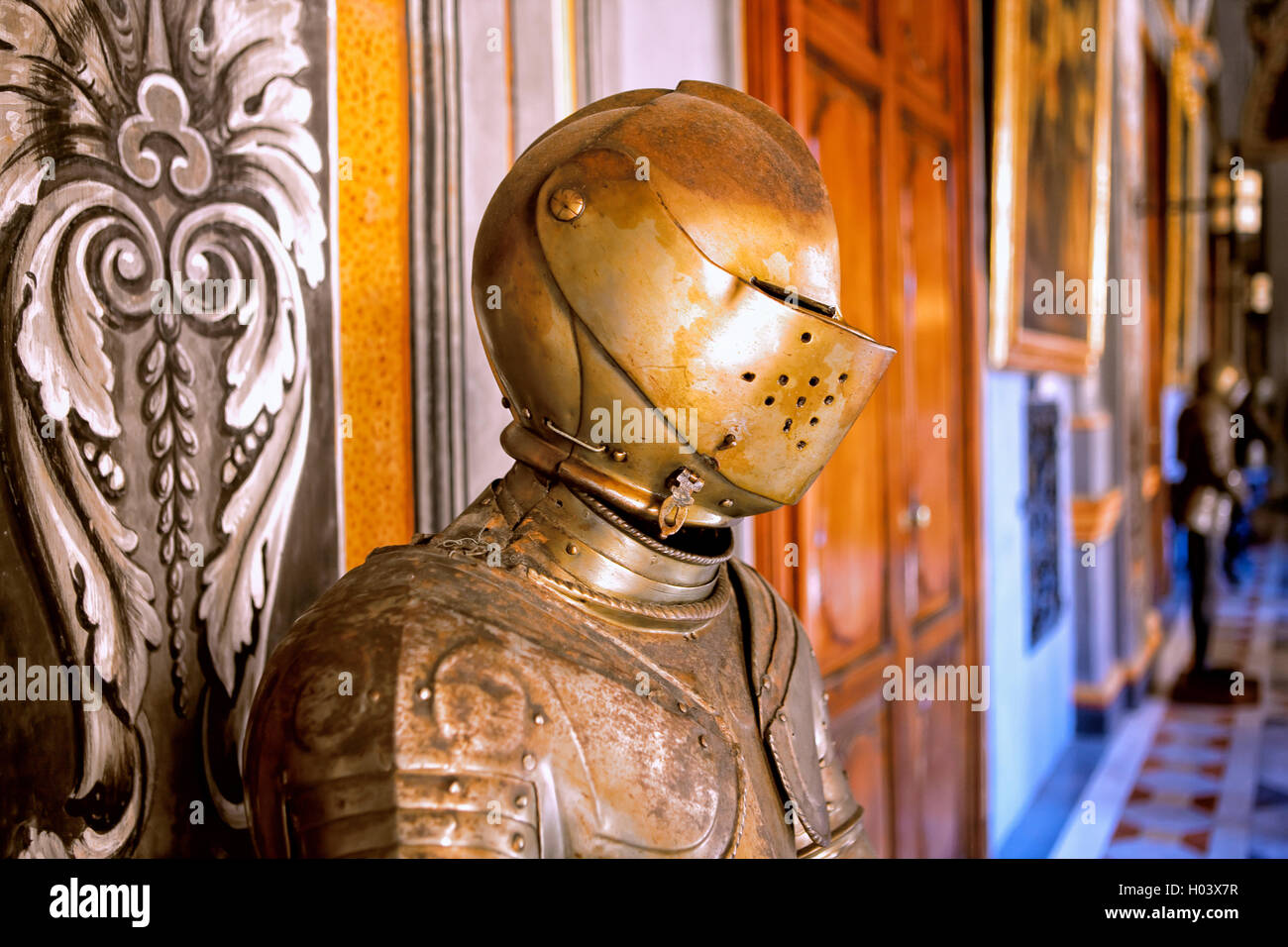 Armour in the corridor of the grand master's palace in Valletta, Malta - Stock Image