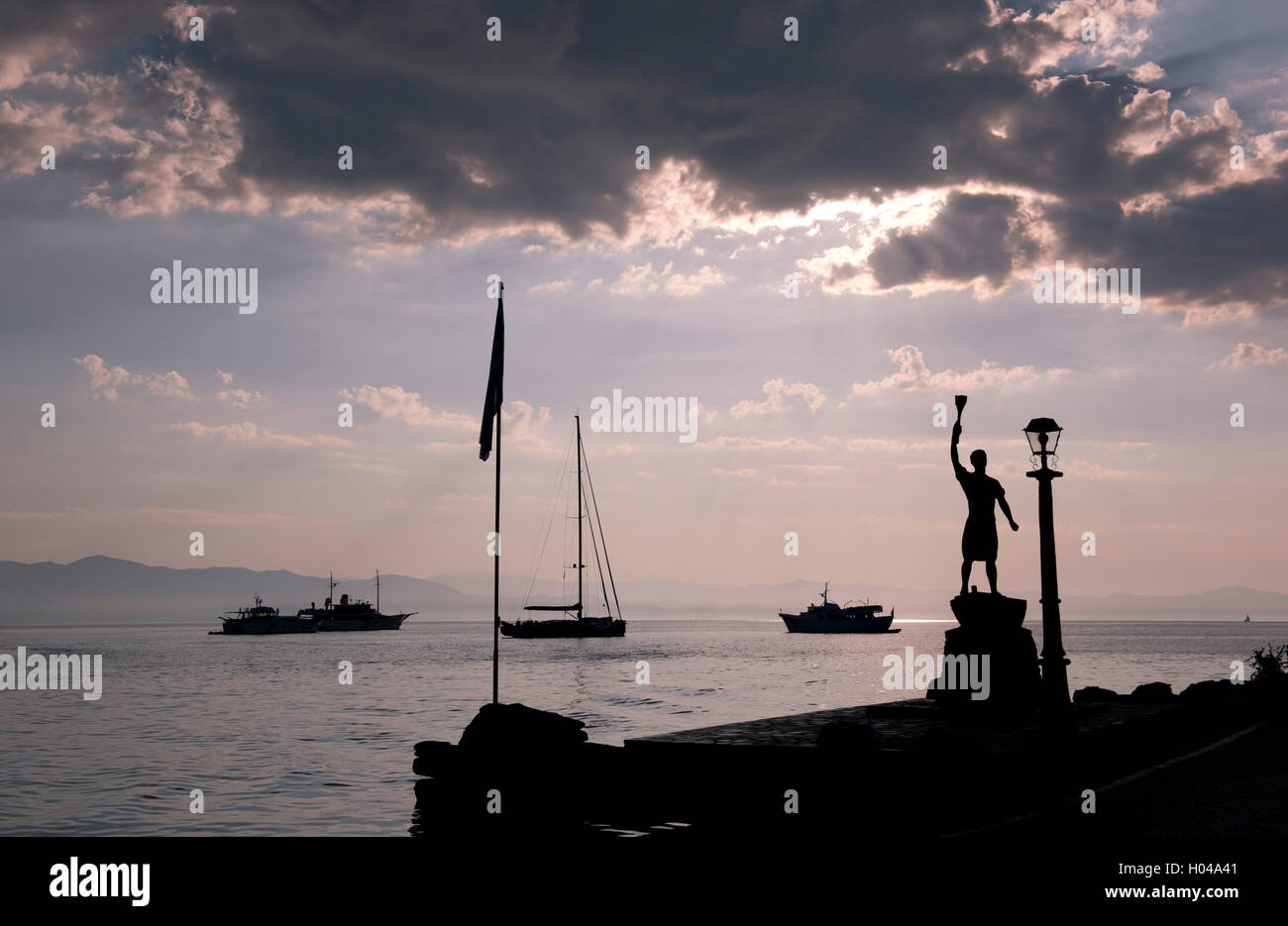 A statue of the Greek Freedom fighter, Giorgos Anemogiannis at the entrance to Gaios harbour on Paxos, The Ionian - Stock Image