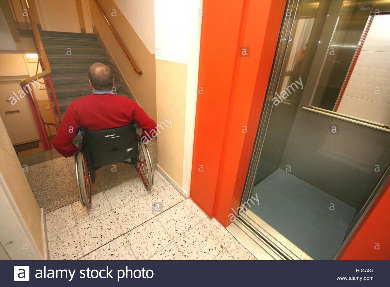 Трахнули зрелую в лифте, Трахнул зрелую в лифте Поебушки. Ком 15 фотография