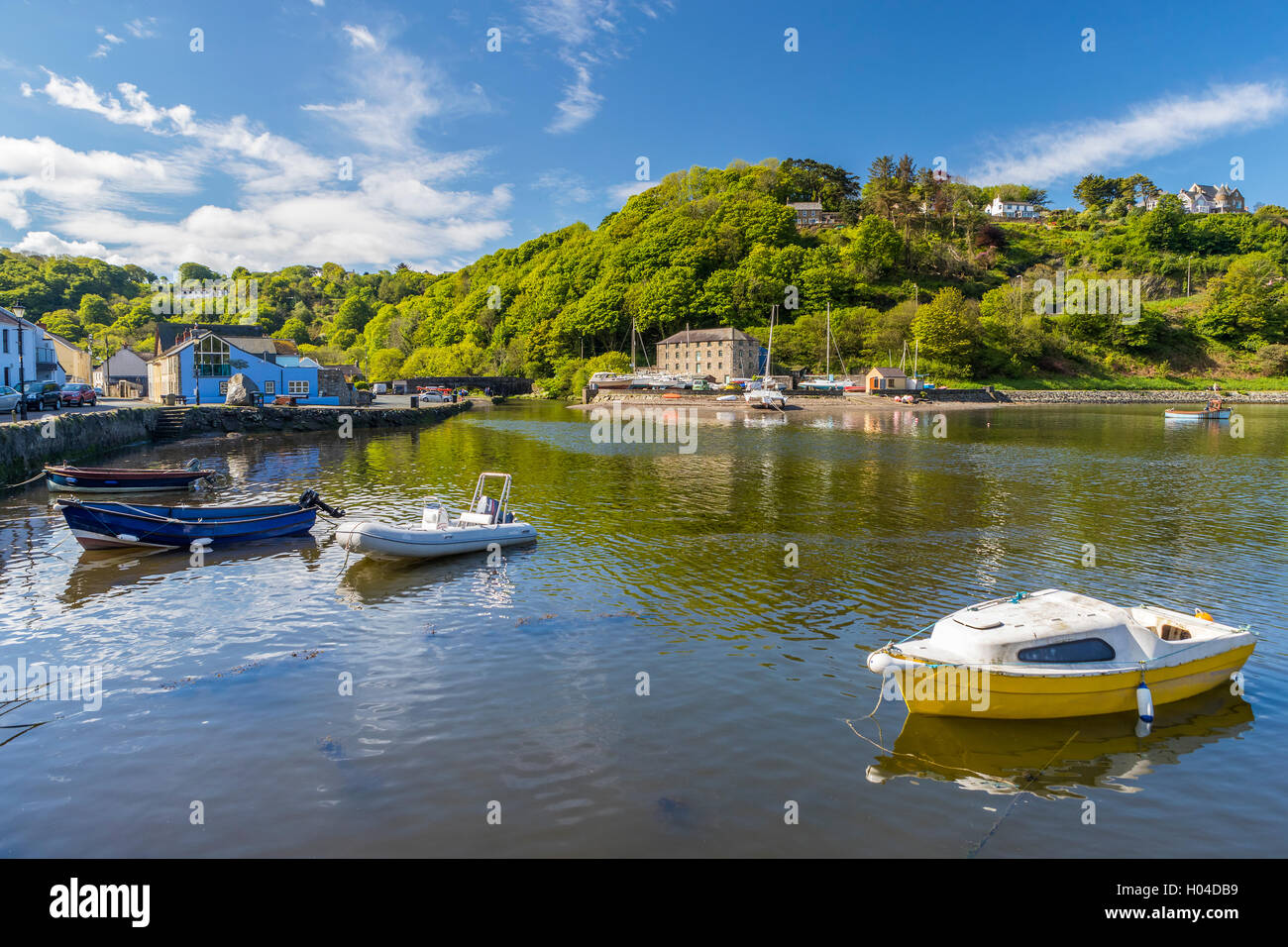 Lower Fishguard, Pembrokeshire Coast National Park, Pembrokeshire, Wales, United Kingdom, Europe. - Stock Image