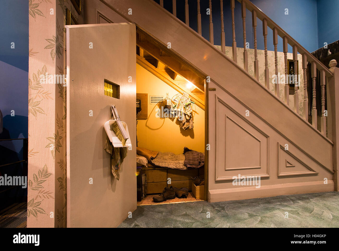 Harry Potter S Bedroom Under The Staircase At Warner Bros Studios Stock Photo Alamy