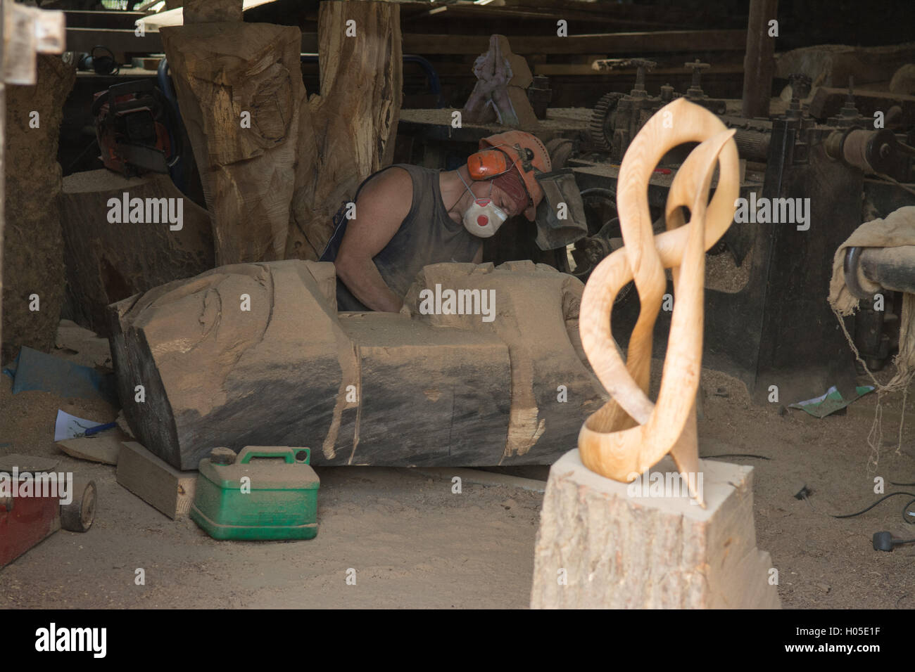 Robert Coia, artist and sculptor at work in his workshop studio at Pollok Country Park, Glasgow, Scotland - Stock Image