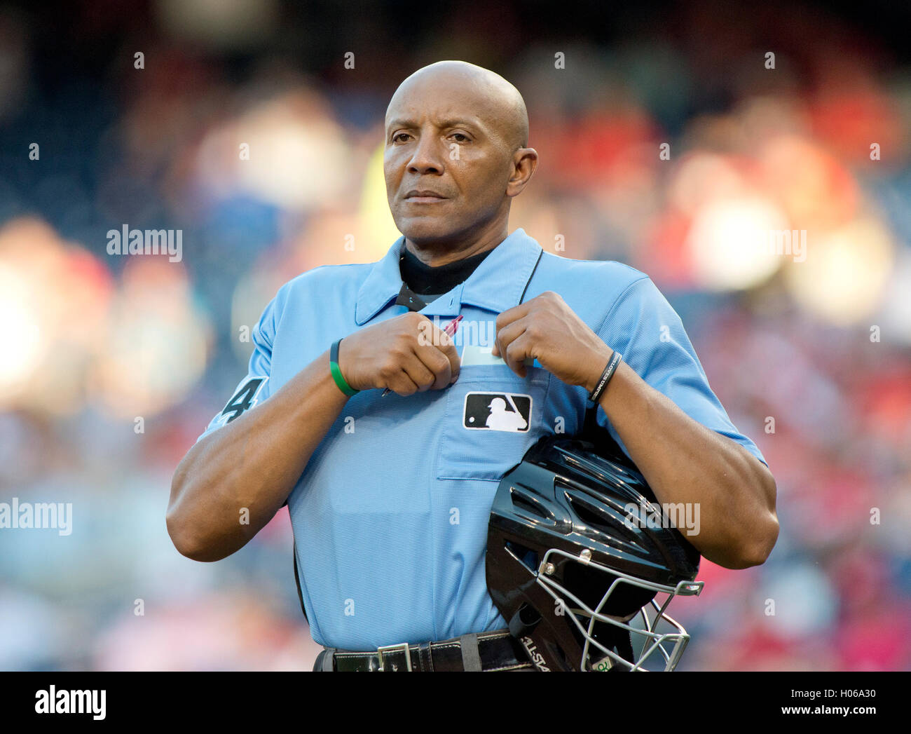 Washington, Us. 14th Sep, 2016. Home plate umpire CB Buckner (54) between innings of the game pitting the New York - Stock Image