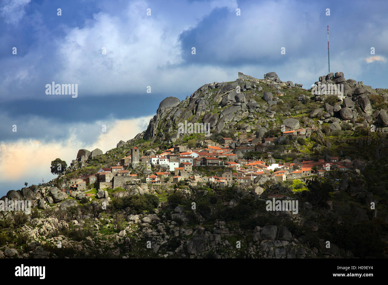 The medieval village of Monsanto in the municipality of Idanha-a-Nova, Monsanto, Beira, Portugal, Europe - Stock Image