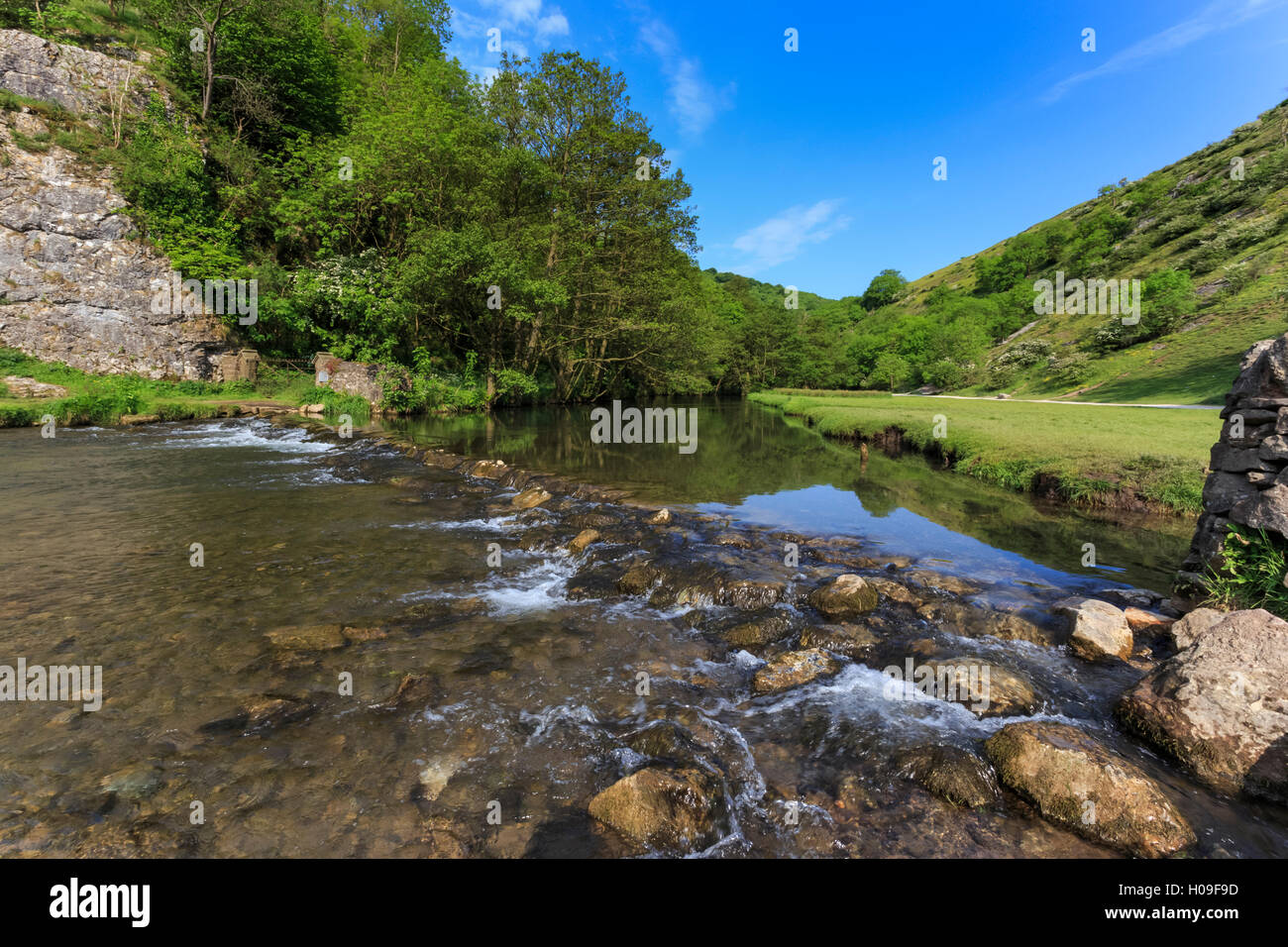 Weir, River Dove, Dovedale and Milldale in spring, White Peak, Peak District, Derbyshire Staffordshire border, England, Stock Photo