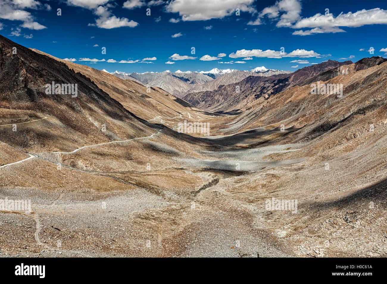 View of Karakoram range and road in valley in Himalayas - Stock Image