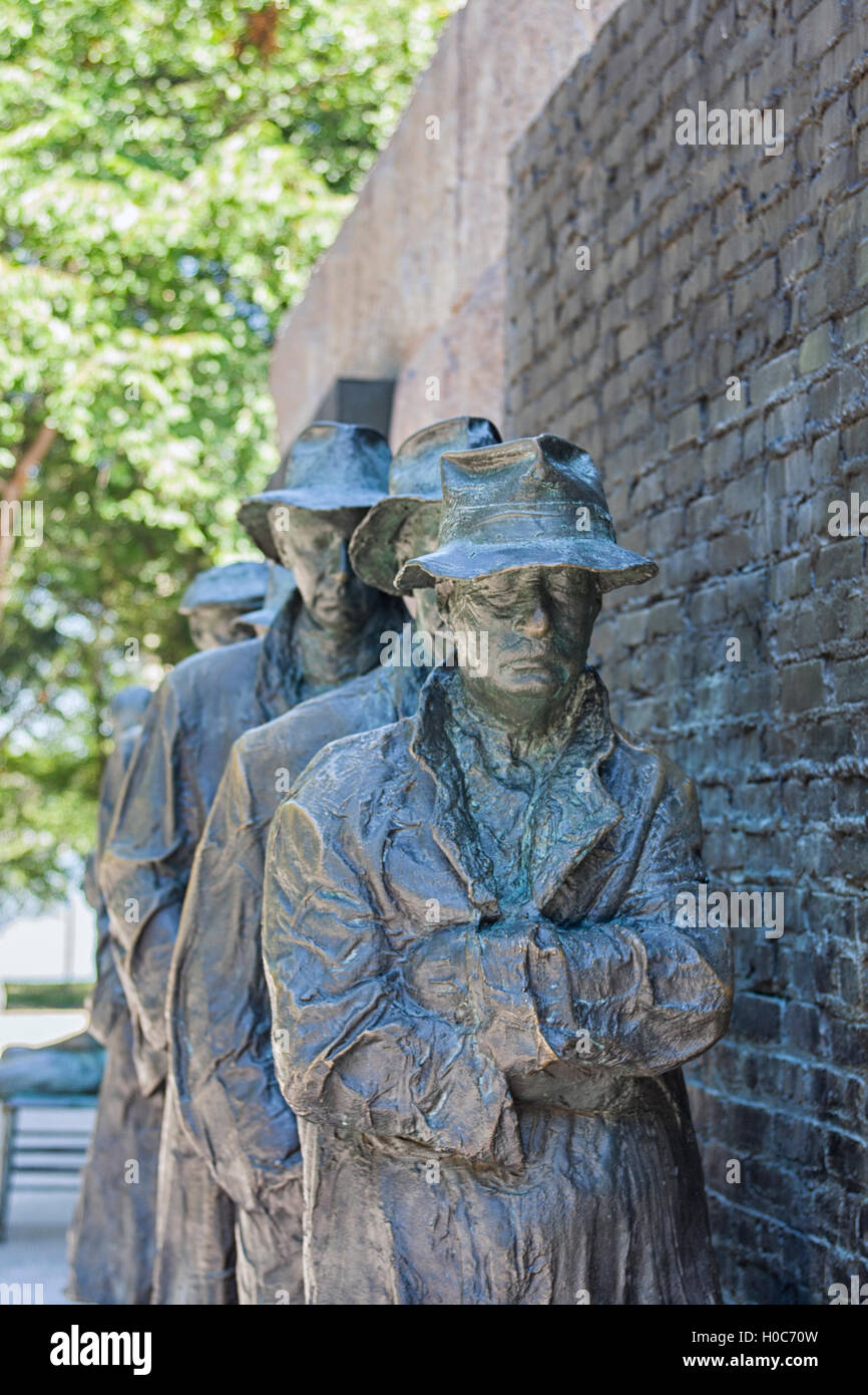 Franklin Roosevelt Memorial. Bronze sculpture of depression bread line - Stock Image