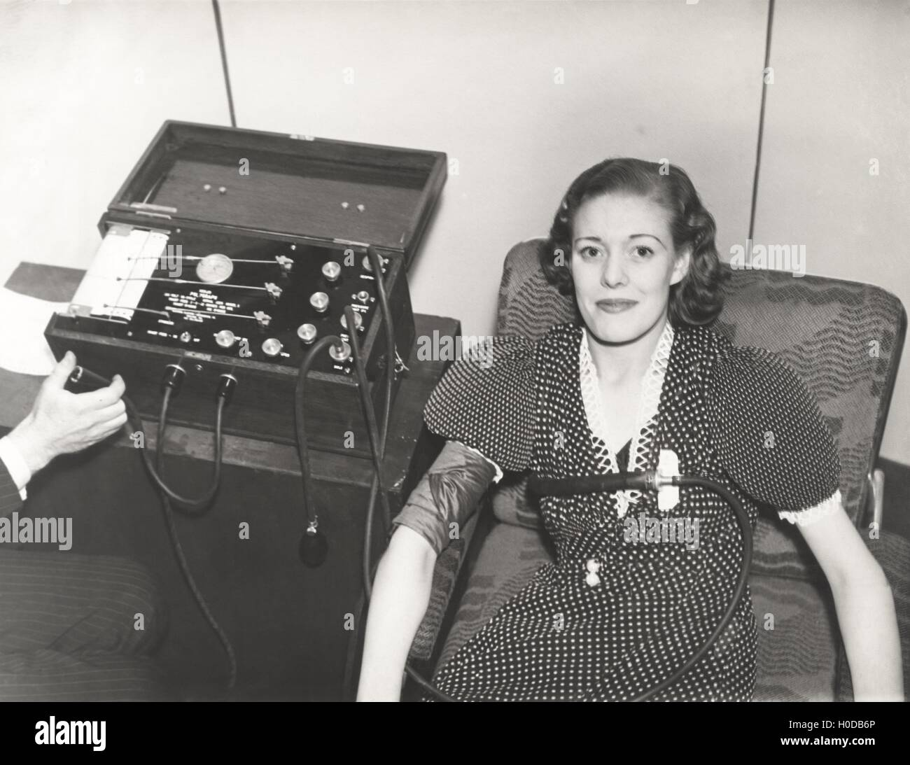 Woman taking a polygraph test - Stock Image