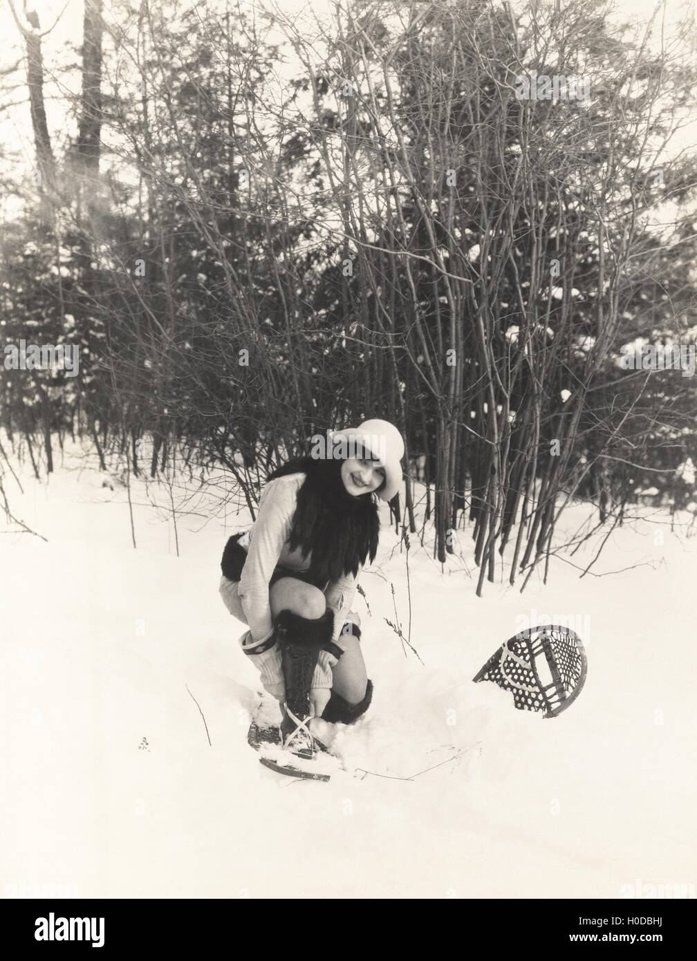 Woman putting on snowshoes - Stock Image