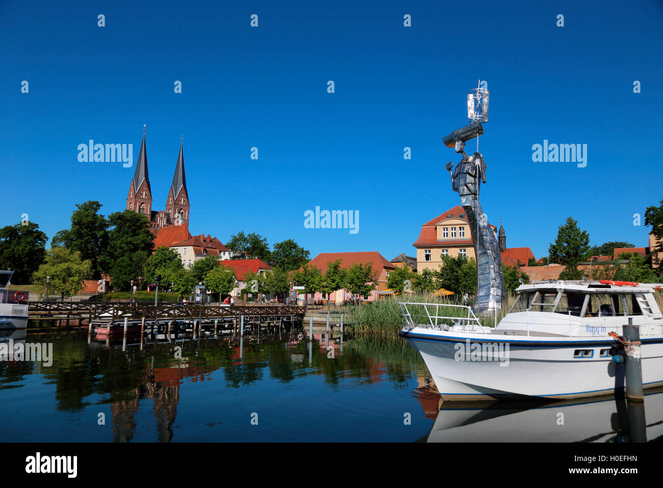 Neuruppin Ruppiner See Parzival am See Klosterkirche Sankt Trinitatis - Stock Image