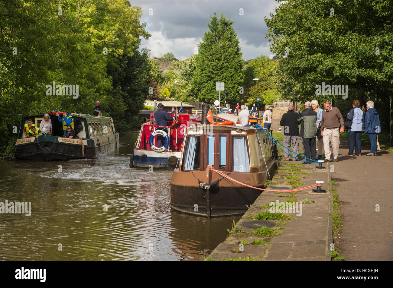 Leisure time for people cruising on canal boats or walking on the towpath - Leeds-Liverpool Canal, Skipton, North - Stock Image