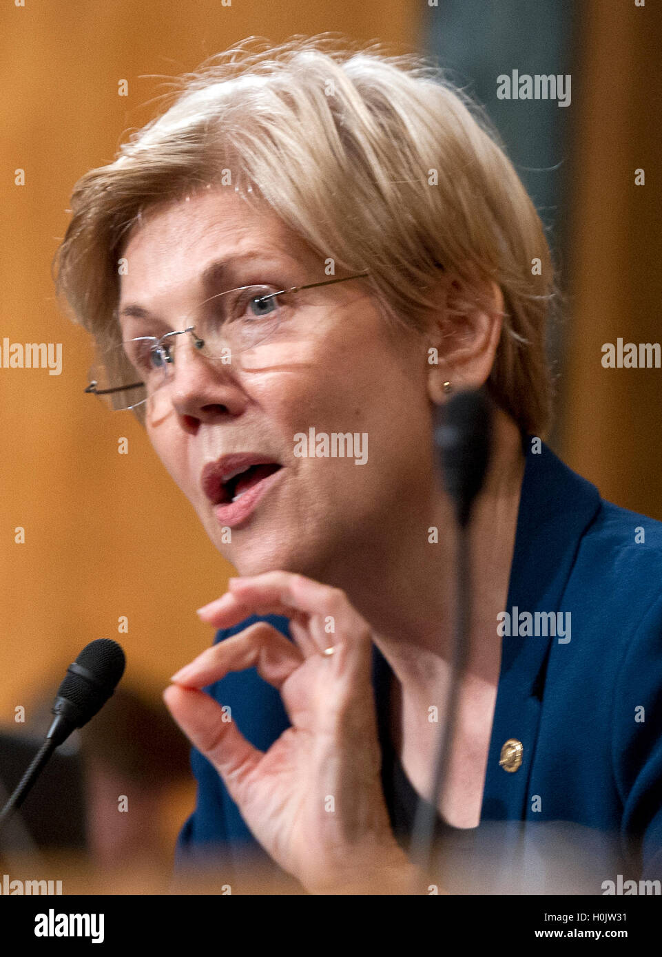 Washington, Us. 20th Sep, 2016. United States Senator Elizabeth Warren (Democrat of Massachusetts) questions John Stock Photo