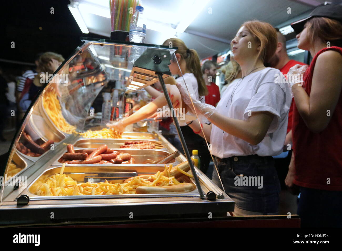 Fast food counter in Thessaloniki, Greece - Stock Image