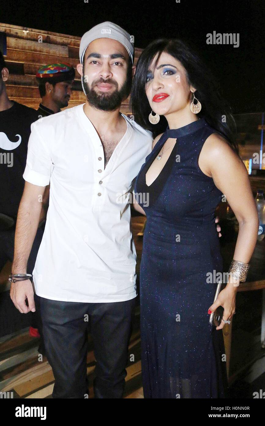Bollywood personalities, playback singer Shibani Kashyap (R) with actor Manjot Singh at the Drunk House, in New - Stock Image