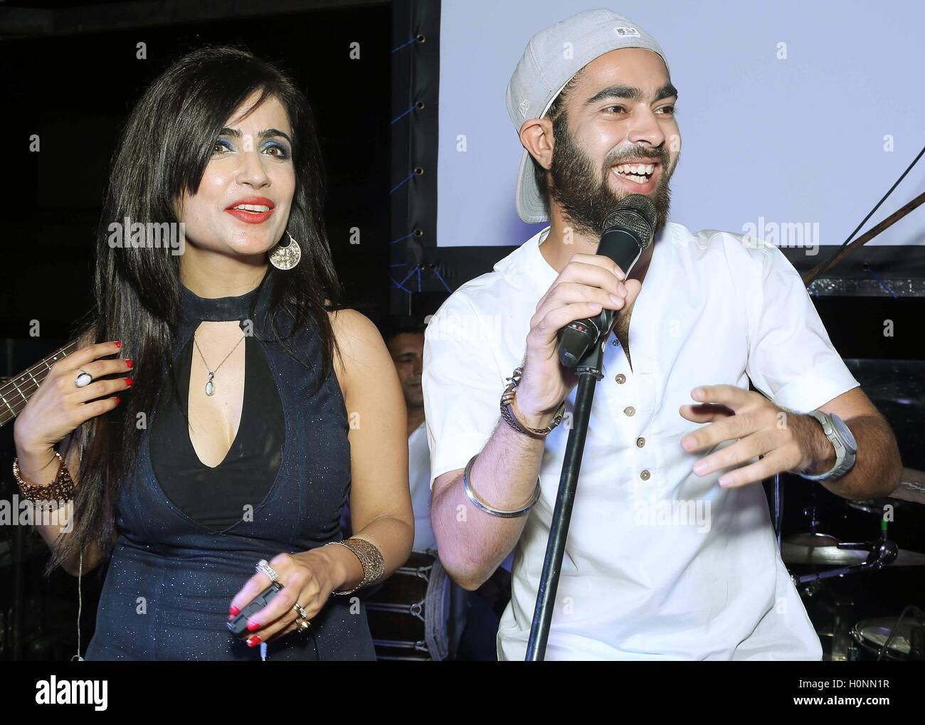 Bollywood personalities, playback singer Shibani Kashyap (L) with actor Manjot Singh at the Drunk House New Delhi - Stock Image