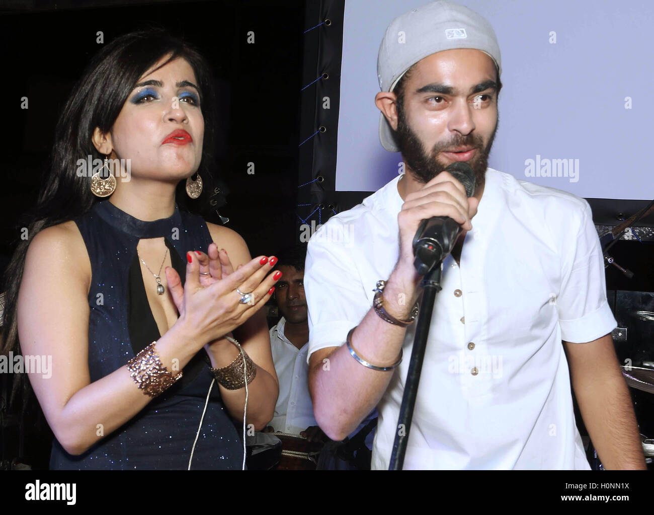 Bollywood personalities, playback singer Shibani Kashyap (L) with actor Manjot Singh at the Drunk House, in New - Stock Image