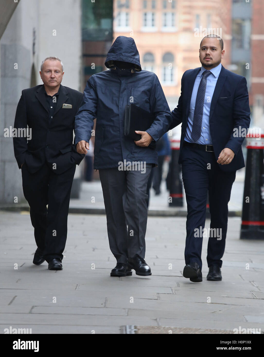 """Undercover journalist Mazher Mahmood (centre), who was known as the """"Fake Sheikh"""", arrives at - Stock Image"""