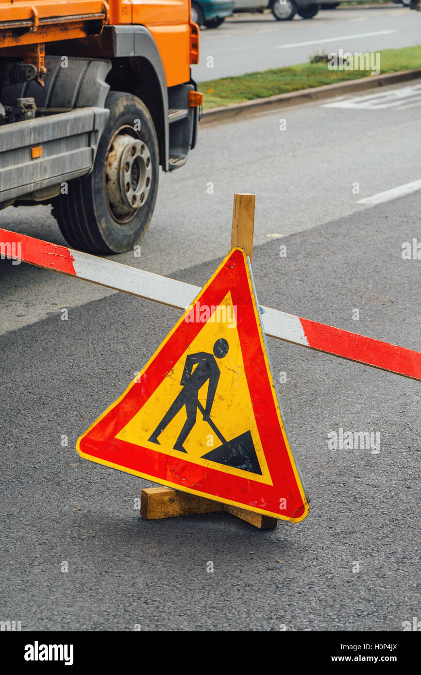Road construction work sign on asphalt driveway - Stock Image