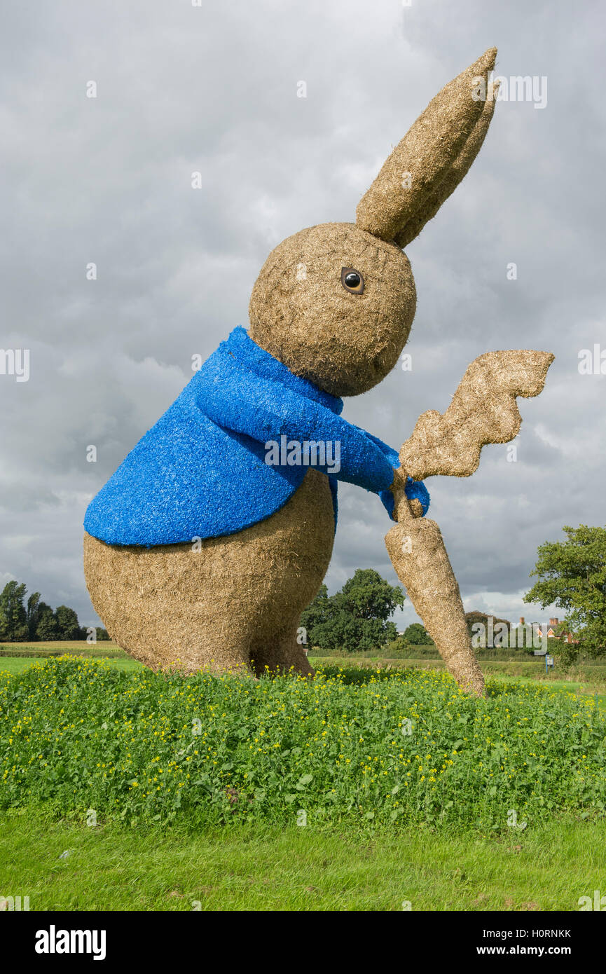 Giant Peter Rabbit straw sculpture at Snugburys Ice Cream near Nantwich celebrating 150 years since the birth of - Stock Image