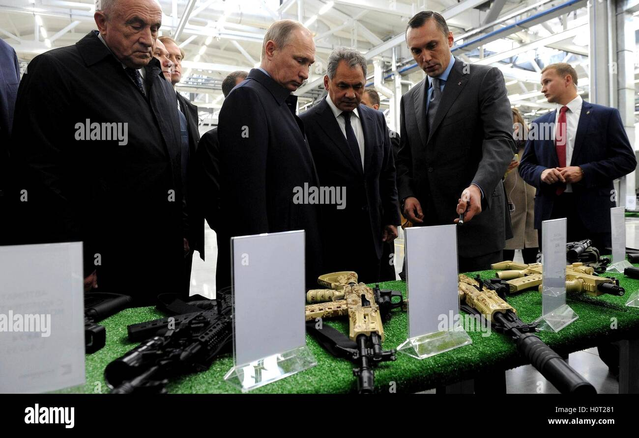 Russian President Vladimir Putin accompanied by Defense Minister Sergei Shoigu, center, views weapons manufactured - Stock Image