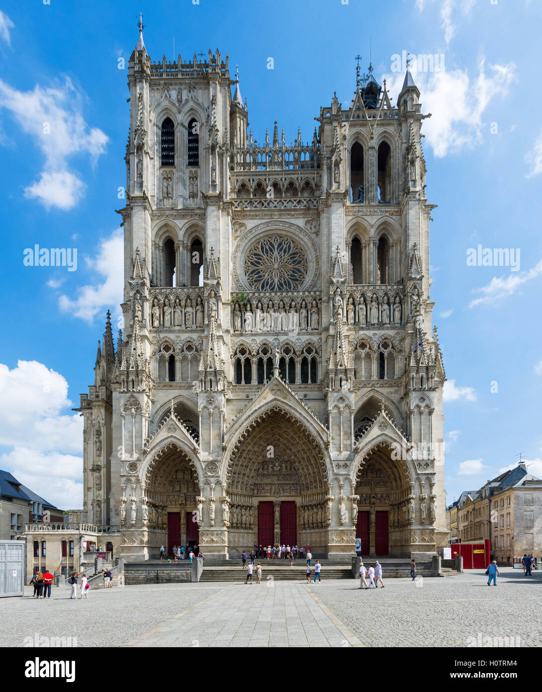 The west front of Amiens Cathedral (Cathédrale Notre-Dame d'Amiens), Amiens, Picardy, France Stock Photo