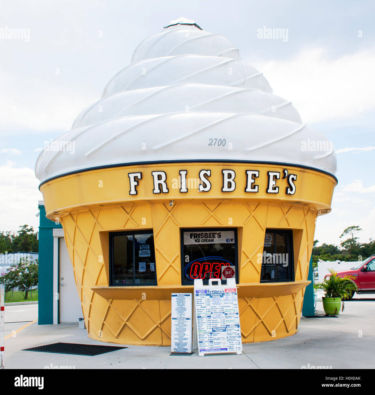 Ice Cream Cone shaped building in Mims Florida - Stock Image