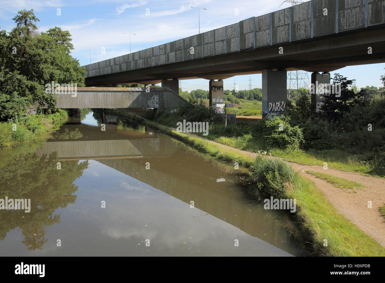 m25 crossing the baisingstoke canal near woodham surrey - Stock Image