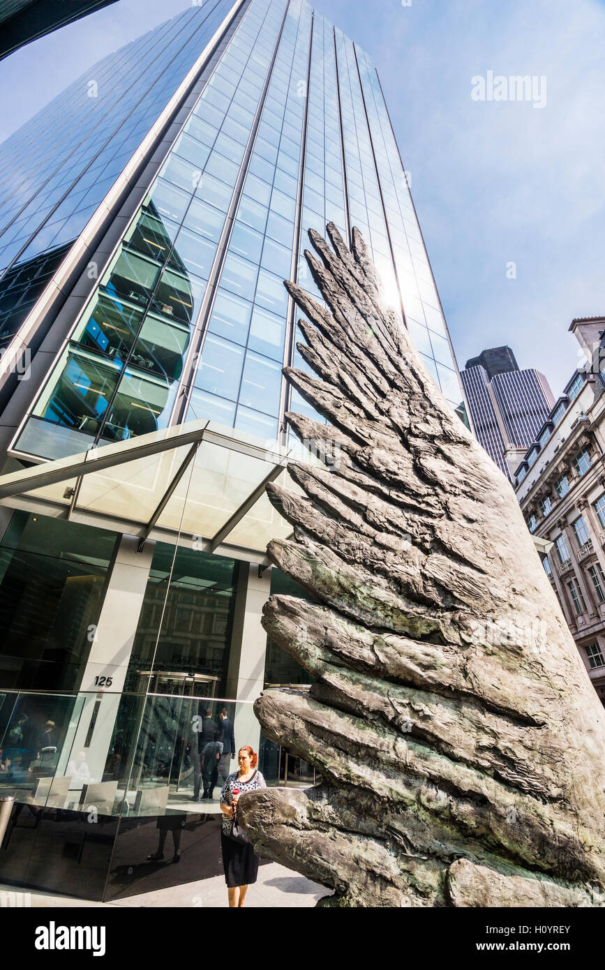 Great Britain, England, City of London, City Wing bronce sculpture by Christopher Le Brun - Stock Image