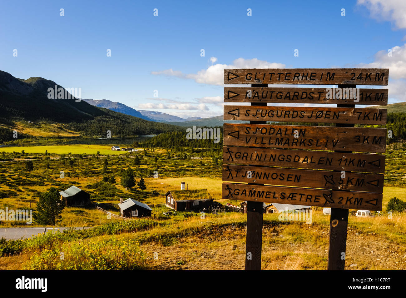 Norway, Oppland, Valdresflya. At the small historic Hindsæter Mountain Hotel. - Stock Image