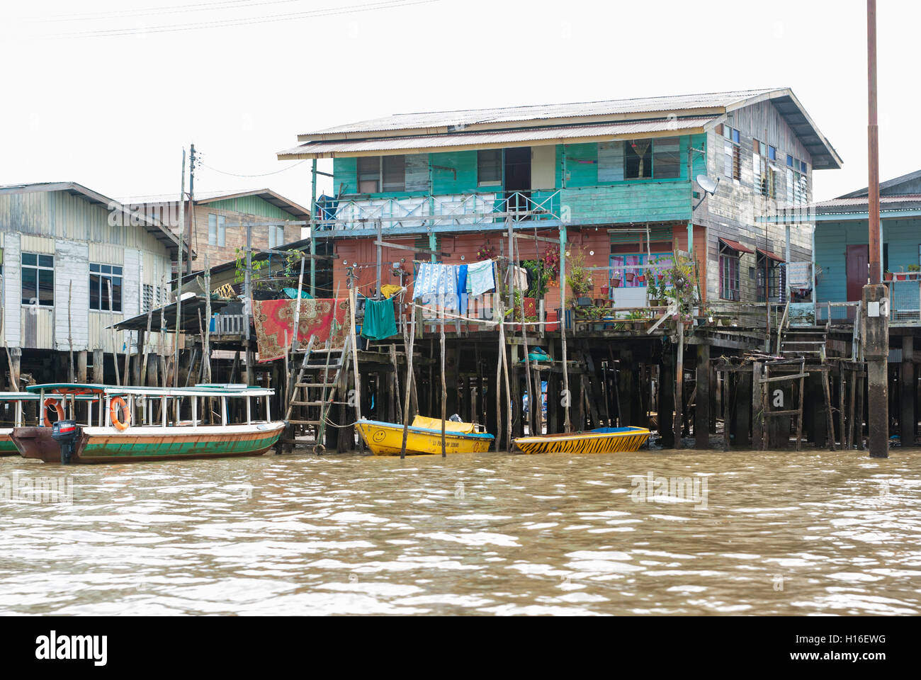 Houses on stilts in water village, Kampong Ayer near Bandar Seri Begawan, Brunei - Stock Image