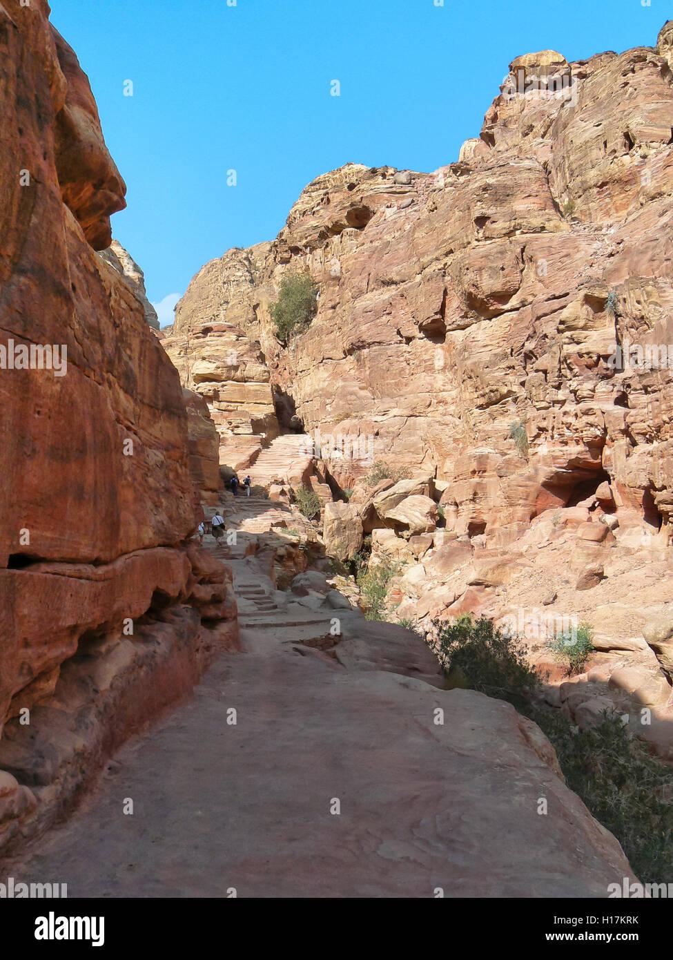 Pathway to the monastery El Deir at Petra, Jordan - Stock Image