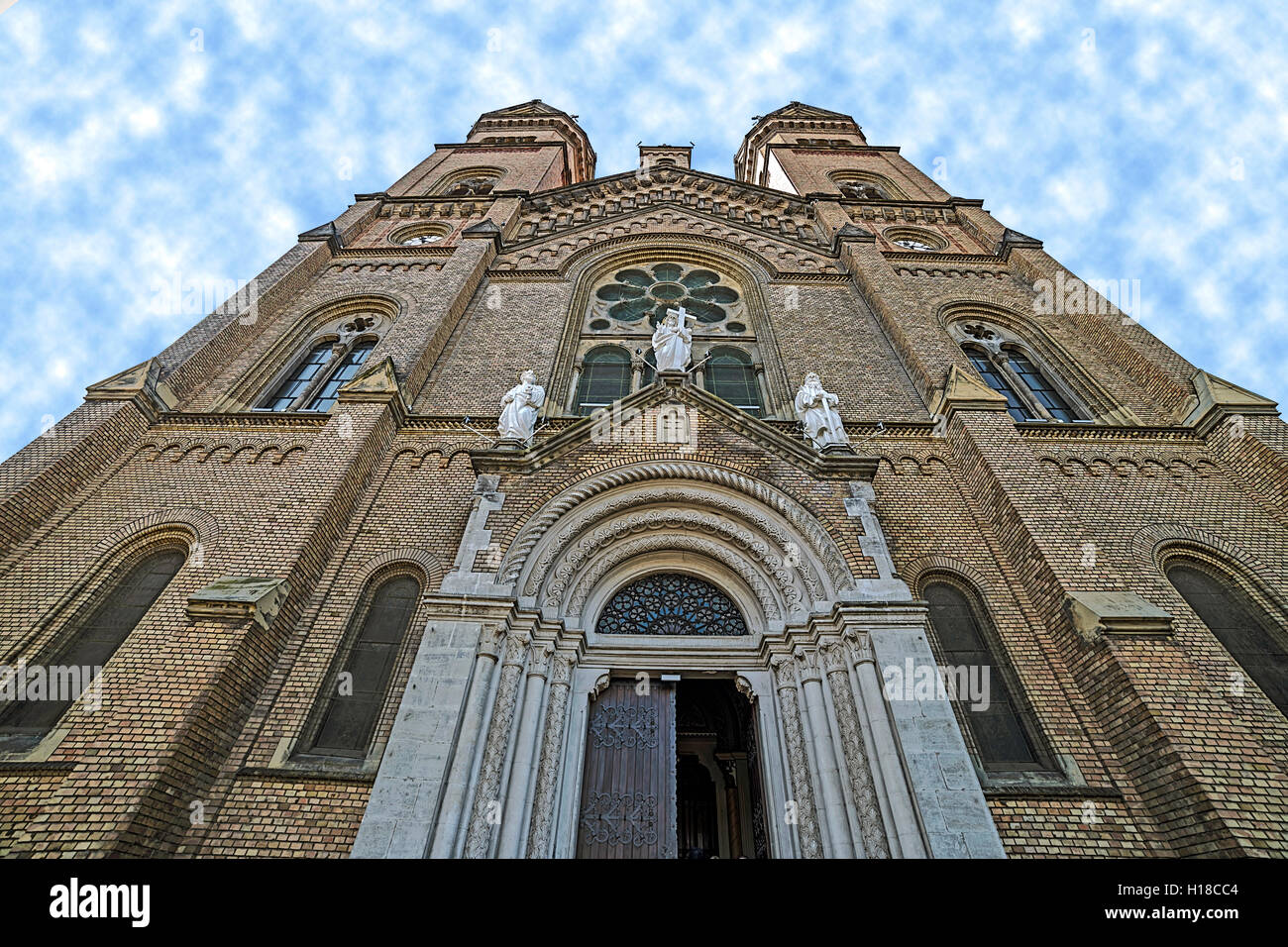 Front perspective view of the cathedral Millennium from