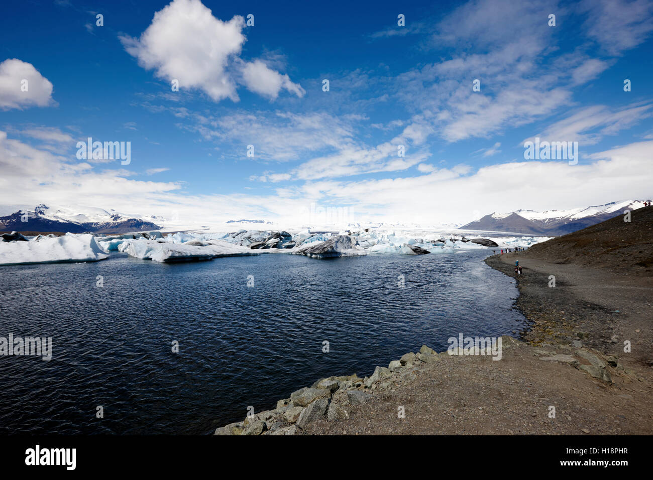 moraine and waters edge at Jokulsarlon glacial lagoon Iceland - Stock Image