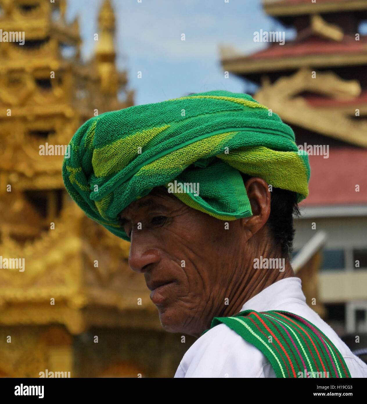 Close-up of Pa-O man wearing typical headdress of that ethnic group at Phaung Daw Oo Pagoda Festival, Inle Lake, Shan State, Myanmar (Burma) Stock Photo