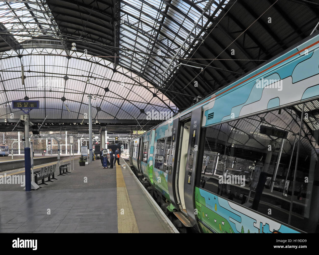Platforms at Glasgow Queen St Railway Station - Stock Image