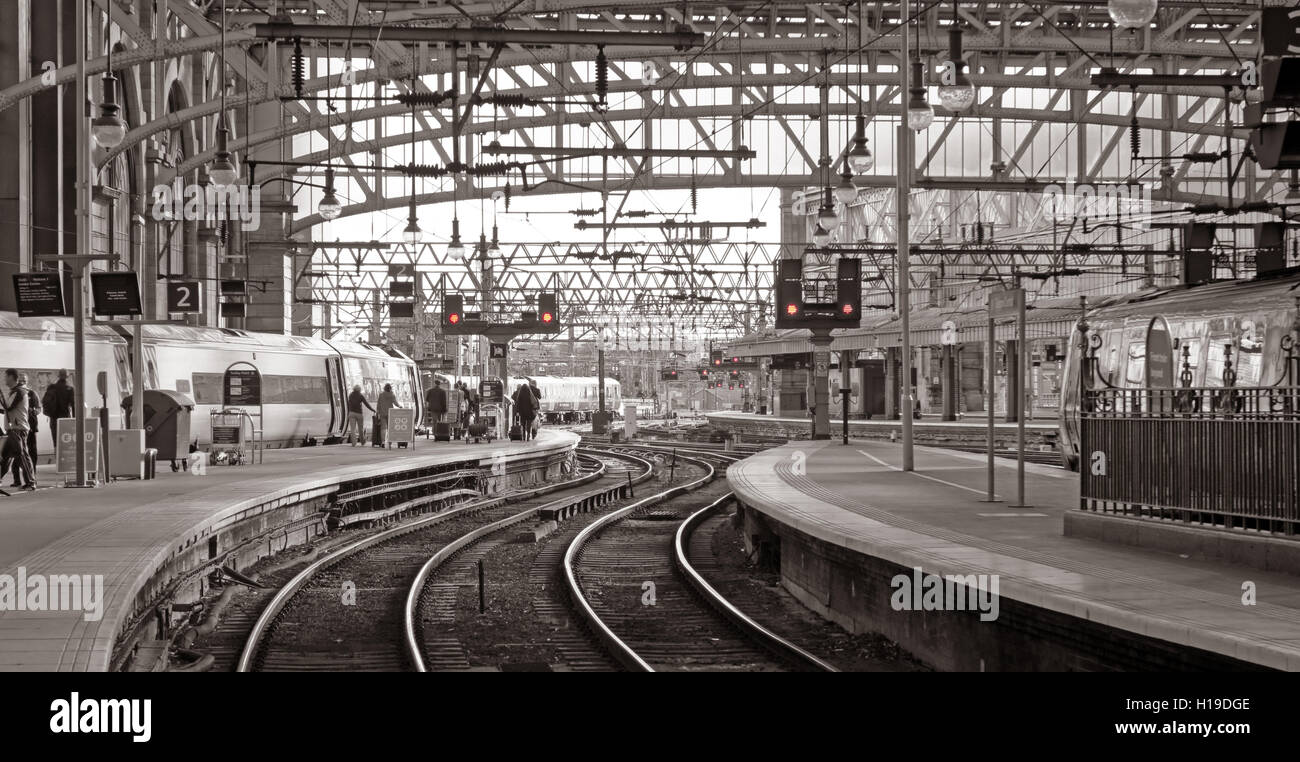 Glasgow Central Station, all lights on red - Stock Image