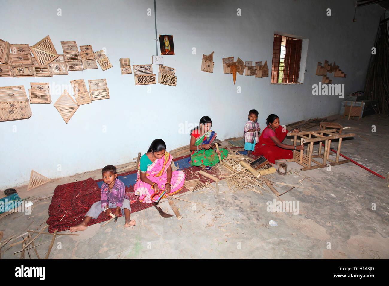 Women making bamboo crafts, Muria and Gond tribe, Bamboo Craft Centre, Shadari, Chattisgarh, India - Stock Image