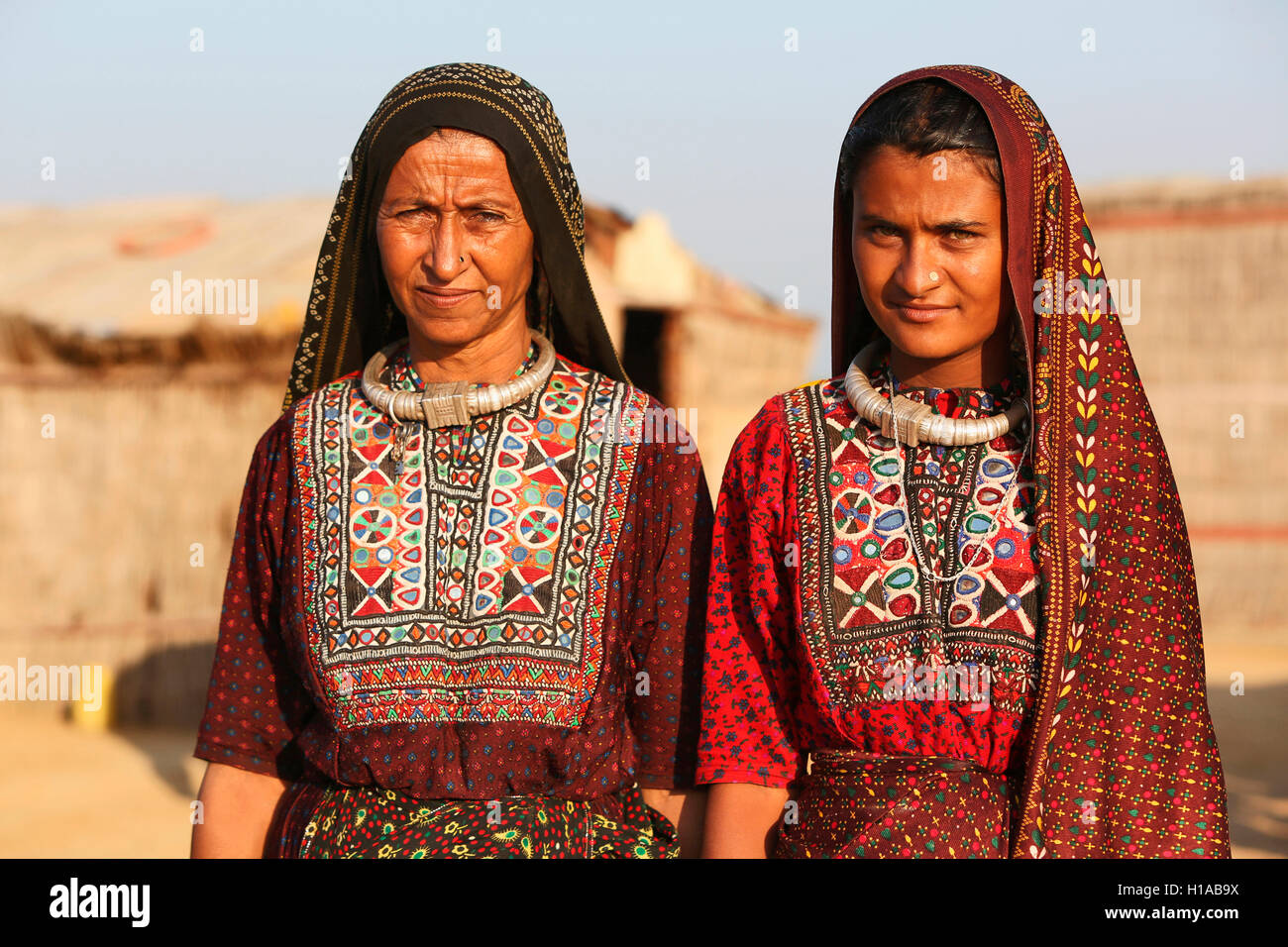 Tribal women in traditional dress, FAKIRANI JAT, Medi village, Kutch, Gujarat, India - Stock Image