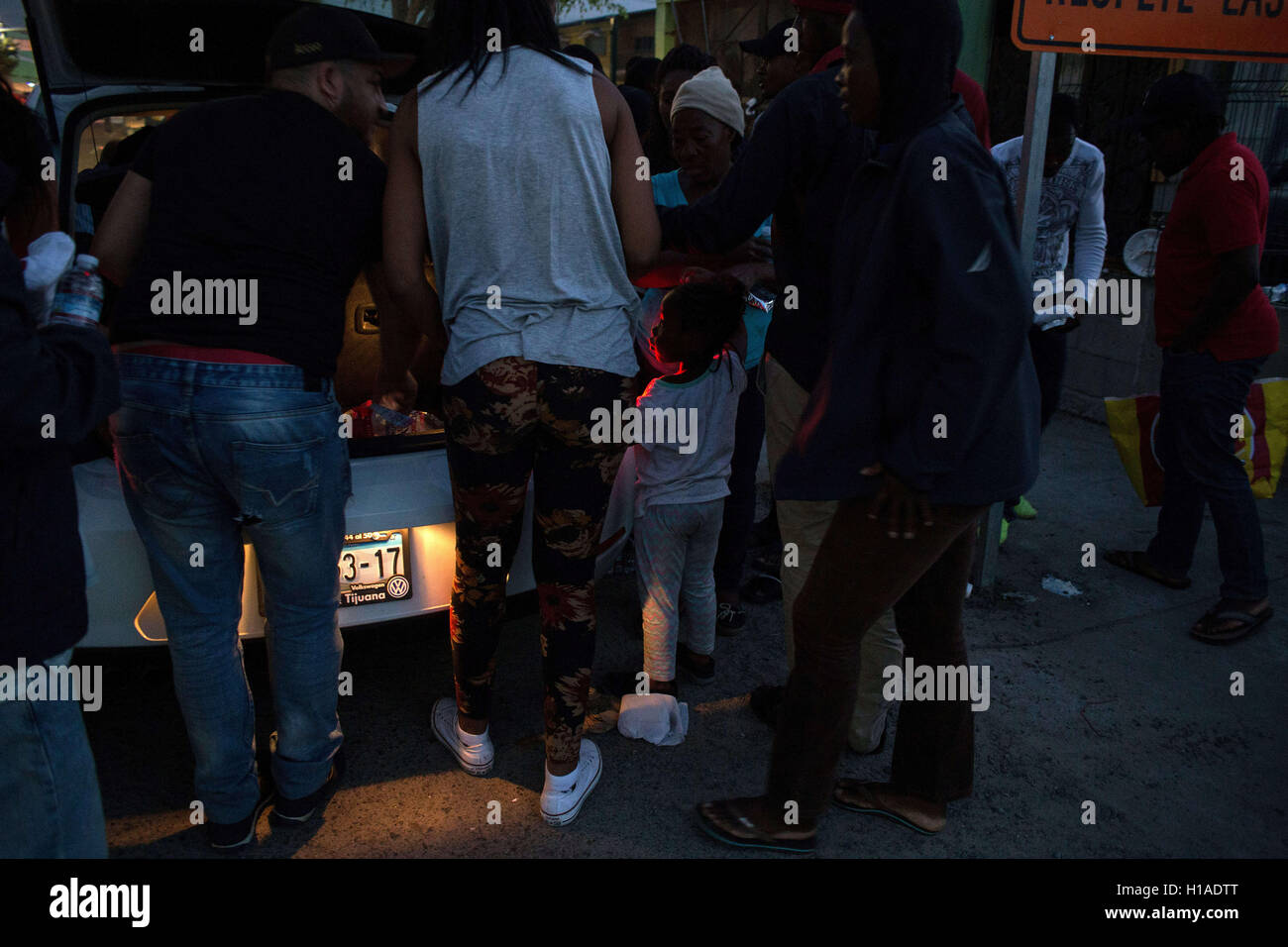 Tijuana, BAJA CALIFORNIA, MEXICO. 19th Sep, 2016. Locals give food and water to Haitian and African migrants seeking Stock Photo