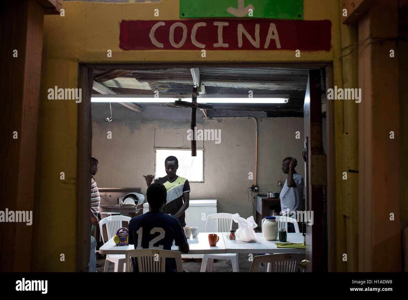 Tijuana, BAJA CALIFORNIA, MEXICO. 19th Sep, 2016. Haitian migrant seeking to enter the United States, hang at Juventud Stock Photo