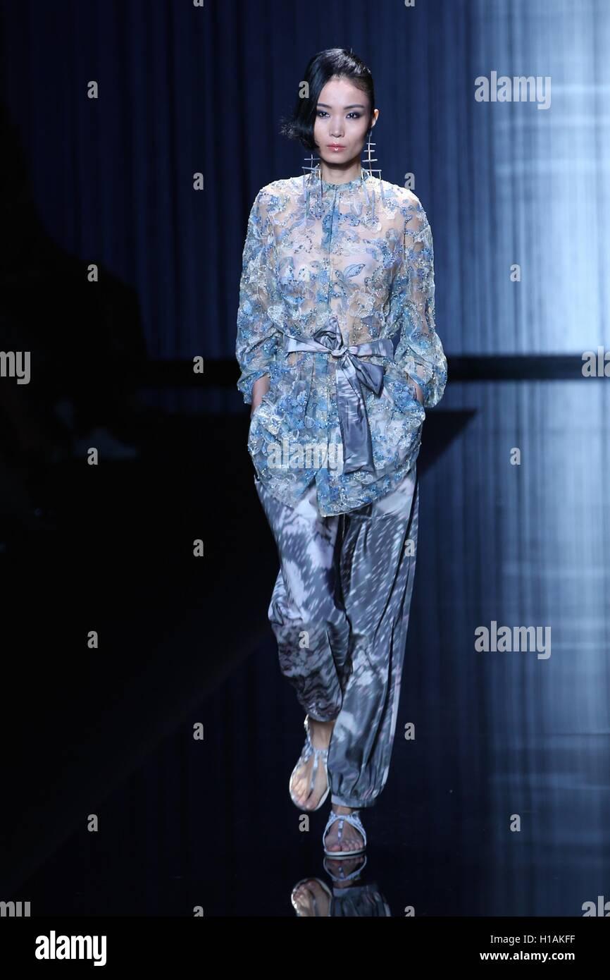 Giorgio Armani Fashion Show Stock Photos & Giorgio Armani Fashion ...