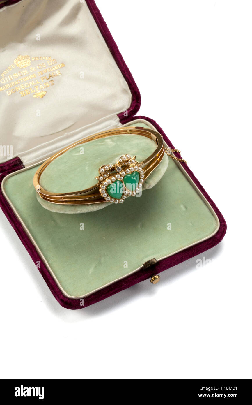Double heart chrysoprase seed and pearl diamond hinged gold bangle. - Stock Image